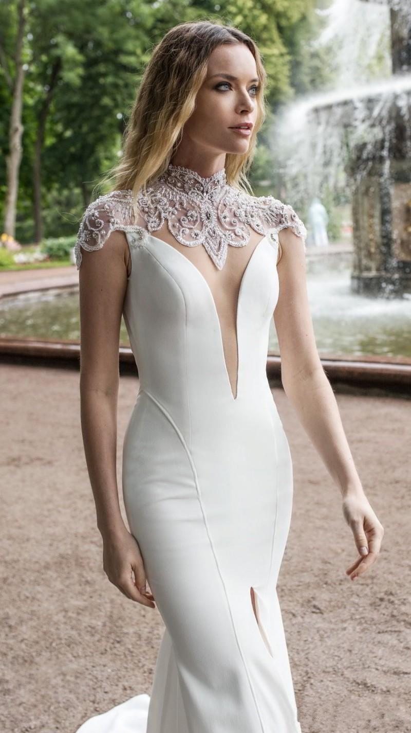 Sweep Train Wedding Dress Plus size (1)