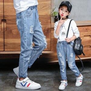 Image 1 - Kot bebek kız pamuk delik pantolon moda sonbahar 2019 açık mavi pantolon genç okul kız giyim yırtık kot çocuklar için