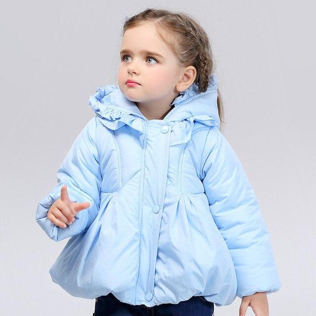 2016 Lindo color Caramelo ropa de Abrigo de Invierno Caliente Abajo Chaqueta Parkas Muchachas de La Manera Falbala capucha Engrosamiento Abrigos Para Niños