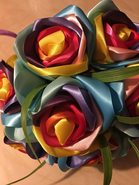 Купить с кэшбэком Handmade silk rose gorgeous wedding bouquets Rainbow rose flowers artificial flowers 2017520