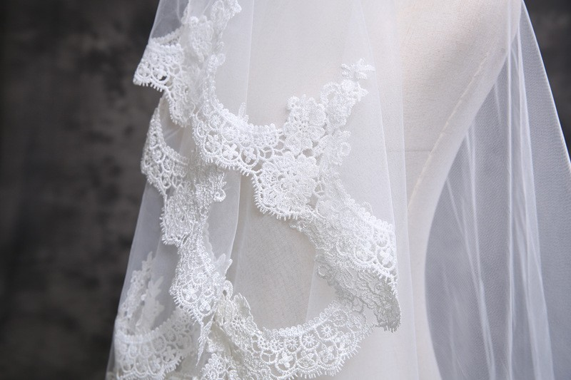 2018 3M White 3M 1 Layer Ivory Beautiful Cathedral Length Lace Edge Wedding Bridal Veil With Comb Wedding Accessories in Bridal Veils from Weddings Events
