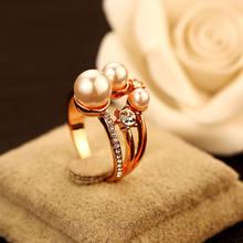 Модное металлическое кольцо из розового золота с жемчугом классические