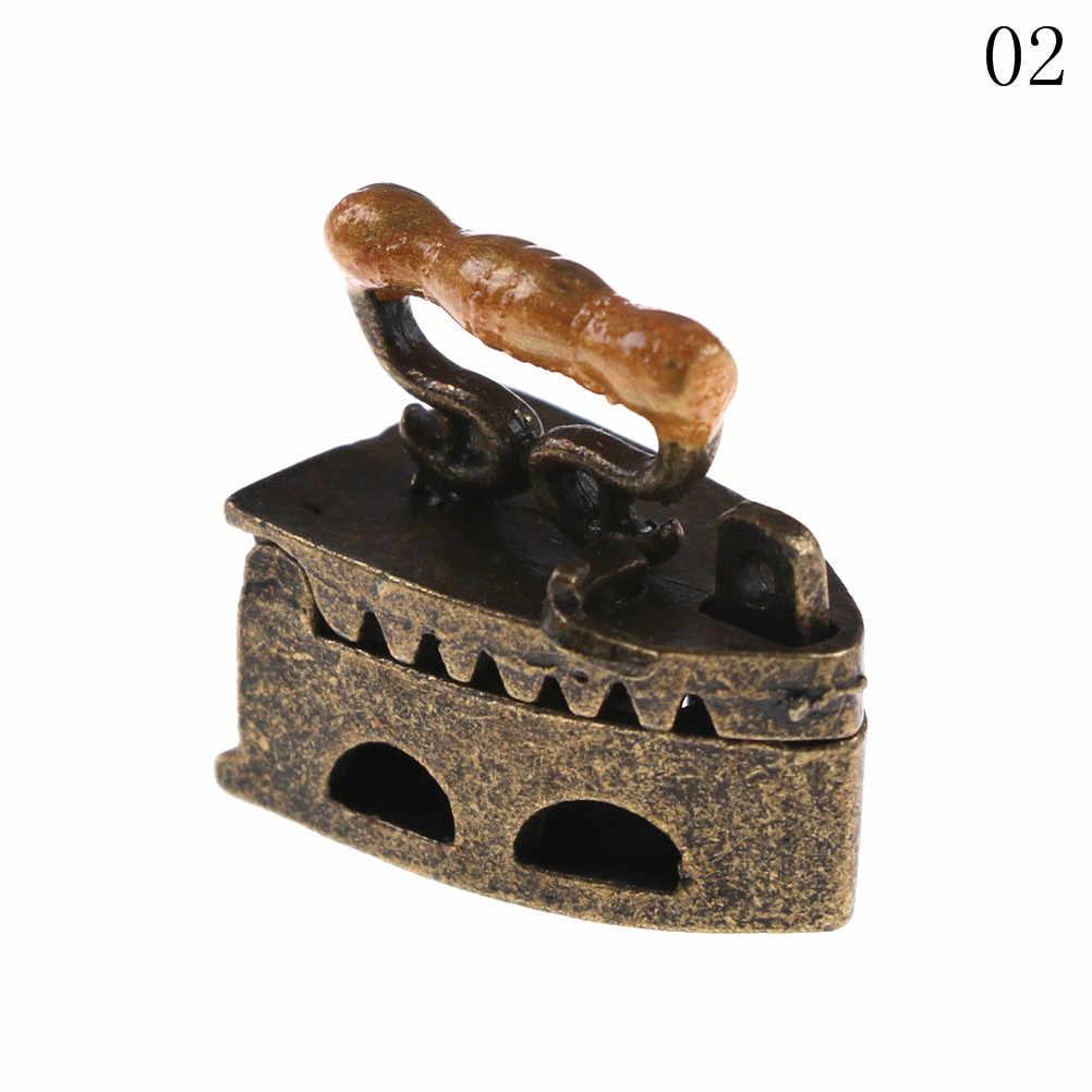 ZTOYL Mini Kawaii 1:12 Mini casa de muñecas metal miniatura adorno vintage una herramienta de ropa de hierro 2 colores 1 Uds