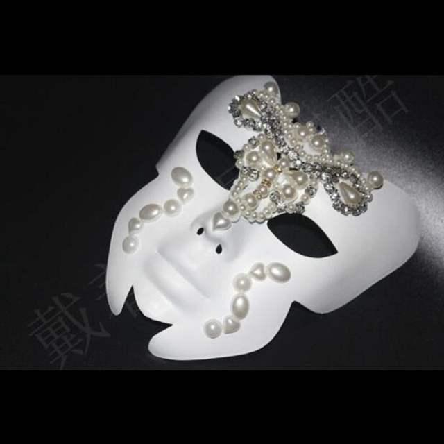 Women's Glittered Solid Mask
