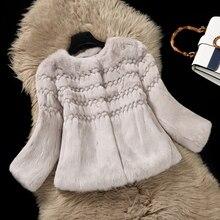 Naturale della Pelliccia Del Coniglio Giacche Donna O collo 3 4 Manica  Corta Stile di Cuoio Reale Cappotti di Pelliccia Della Tu. b11fe30e058