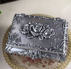 Image 4 - Boyut L Vintage Mücevher Kutusu moda takı Kutusu Çinko alaşımlı Metal biblo kutusu Oyma Çiçek Gül Kare Şekilli