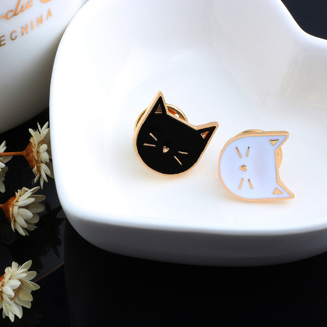 2 Pcs / Set Hot Cartoon Cute Cat Animal Enamel Brooch Pin Badge Decorative Jewelry Style Brooches For Women Gift 1