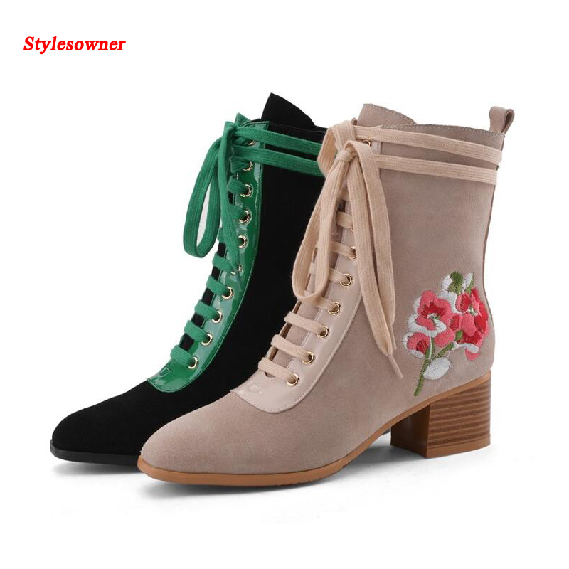 ФОТО Stylesowner Folk Style Boots For Women Lace Up Flower Emboridery Low Heel Boots Flock Leather Autumn Winter Boots Big Size