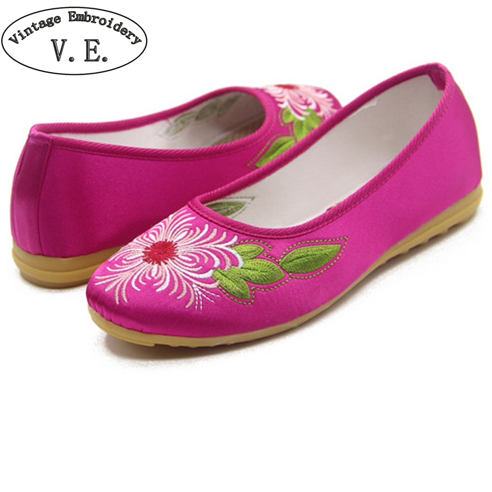 Chinese Women Flats Shoes Chinese Bride Wedding Old Beijing Satin National Floral Embroidery Breathable Soft Ballet Shoes Woman weowalk 5 colors chinese dragon embroidery women s old beijing shoes ladies casual cotton driving ballets flats big size 34 41