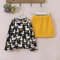 Cô gái thời trang Hàn Quốc thiết kế duck phù hợp với kids ấm fleece 2 cái bộ quần áo
