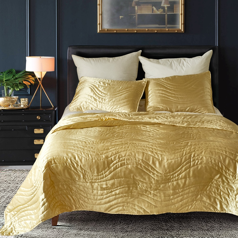 Famvotar Luxury Quality Super Soft Quilted Bedspread Set 3 Pieces Queen King Size Hypoallergenic Silk Coverlet  Solid ComforterFamvotar Luxury Quality Super Soft Quilted Bedspread Set 3 Pieces Queen King Size Hypoallergenic Silk Coverlet  Solid Comforter