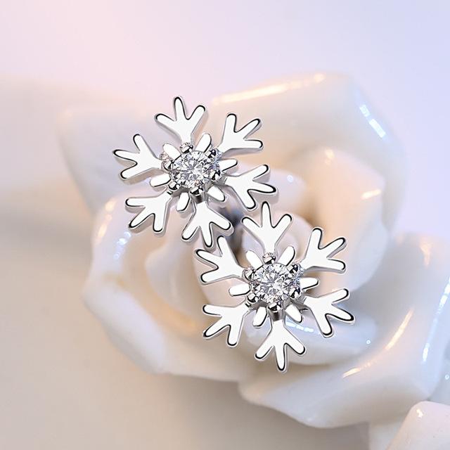 Fashion Snowflake Shaped Stud Earrings