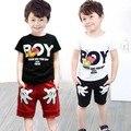 2016 Verano de Los Bebés Niño Sport Ropa Set Niños de la Historieta Camisetas + Pantalones Cortos pantalones 2 Unids Ropa Chándal Establece 2 3 4 5 6 Años