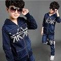 2016 marca primavera outono Boy esporte moda Cowboy vestuário Set de manga comprida + calças do bebê da cópia do Vintage roupas definir venda quente
