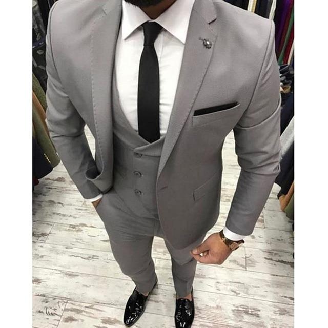2017-Nouveau-Gris-Hommes-Costume-Slim -Fit-3-pi-ces-Maigre-Smoking-gris-hommes-Costumes -Personnalis.jpg 640x640.jpg 0ca84e81bca