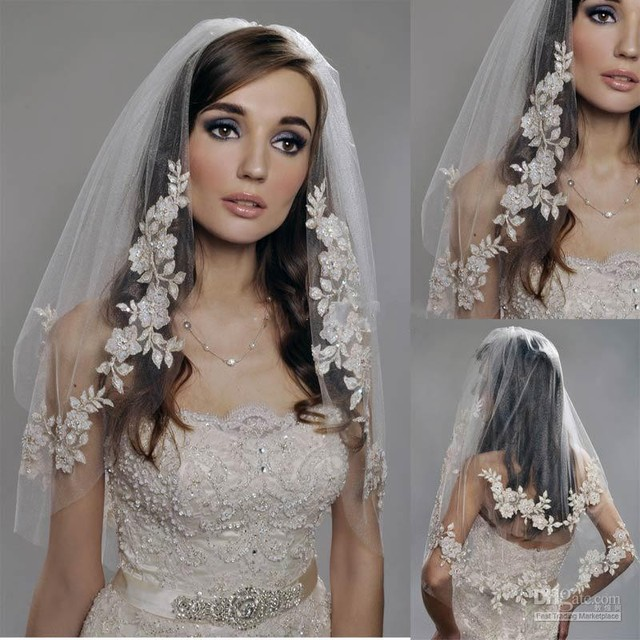 Delicate Elegant White / Ivory Short Tulle Wedding Bridal Veil Elbow Length Two Layer Beaded Lace Appliques Hot Sale