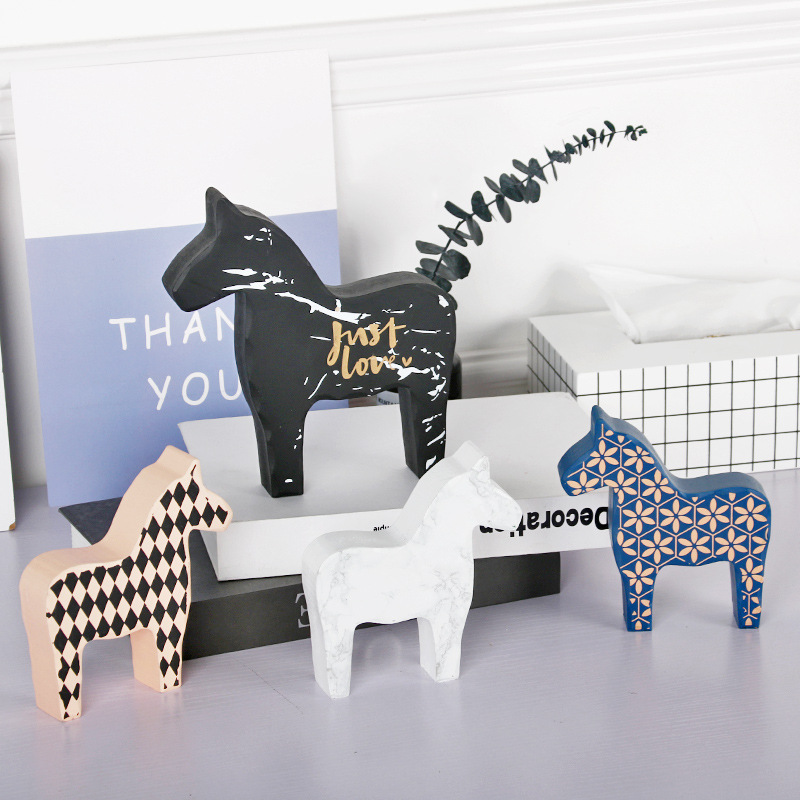 Creative Nordic Trojan Horse Decorative Furnishings Simple Art Home TV Cabinet Desk Decoration Girls Room Pony Modeling Ornament in Figurines Miniatures from Home Garden