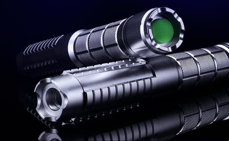 The Latest 20000mw 20W Green Laser Pointer Focusable Green Laser Torch Burn Matches 532nm / Lit Cigarette / Lighting a Match Hot