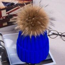 Сплошной цвет вязаная шапка большой мех енота мяч шерстяная шапочка