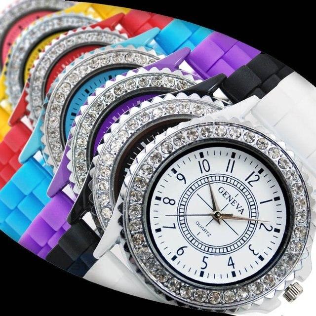 d00bfcaeb43 Venda quente Genebra relógio Marca de Silicone das senhoras das mulheres  Strass Vestido de Quartzo Relógios