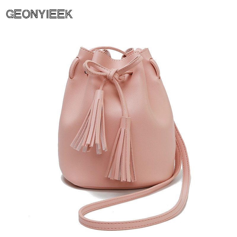 Shoulder Crossbody Bucket Bags for Women 2018 Summer Tassel Women Bags Leather Clutch Purses Luxury Handbags Famous Brands Beach