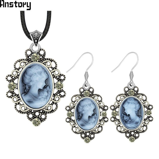Lady Queen Cameo Necklace...