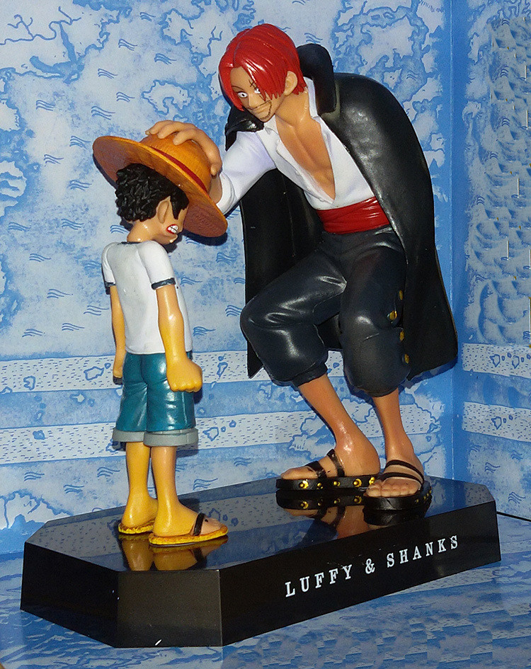 On Stock One Piece anime Straw Hat Luffy & red hair Shanks hand to do a recall papers doll ornaments Genuine red hair model