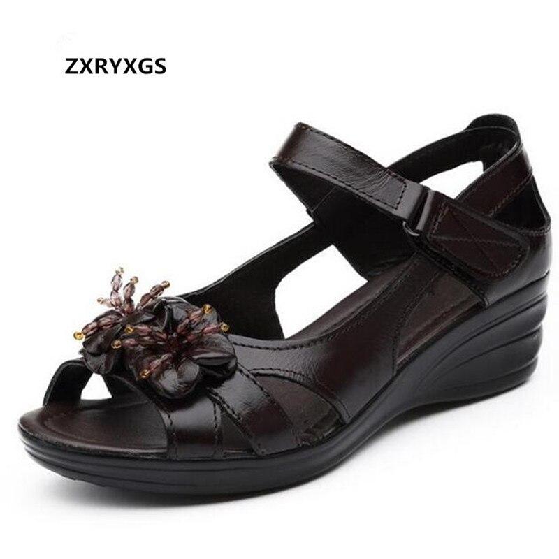 29b619345d0 De Moda 2019 Mujeres Sandalias Cuero Real Pescado Nuevo Luz Flores Negro  Las Mujer brown Cuñas Planas Zapatos Comodidad Verano ...