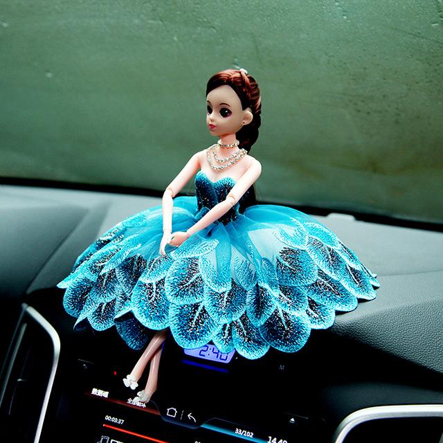 Boneca + Vestido/set, 2016 Novo 12 Conjuntos Móveis de Boneca + Pavão Azul Vestido + Colar + sapatos/Para Car Styling Decoração Barbie