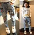 2015 a estrenar de las muchachas de mezclilla pantalones de cintura elástica de los niños bolsas de estilo Casual pantalones para niños