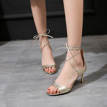 ในช่วงฤดูร้อนของผู้หญิงรองเท้าลูกไม้ขึ้นสง่างาม7.5เซนติเมตรส้นรองเท้าแตะปลายเท้าเปิดจริงหนังสีแดงแต่เพียงผู้เดียวชุดราตรีขนาด33-40ส้นปั๊ม