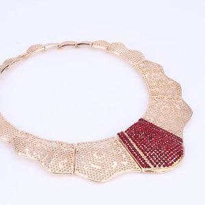 Image 3 - Nuevos conjuntos de joyería de moda de Color dorado para boda, Gargantilla de cristal rojo, pendientes, pulsera, anillo, conjunto de joyería nupcial