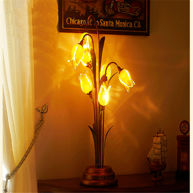 Flowers Table Lamp Vintage Classical Personality Glass Art Deco Desk Lamp Living Room Bedroom Bedside Light Hot