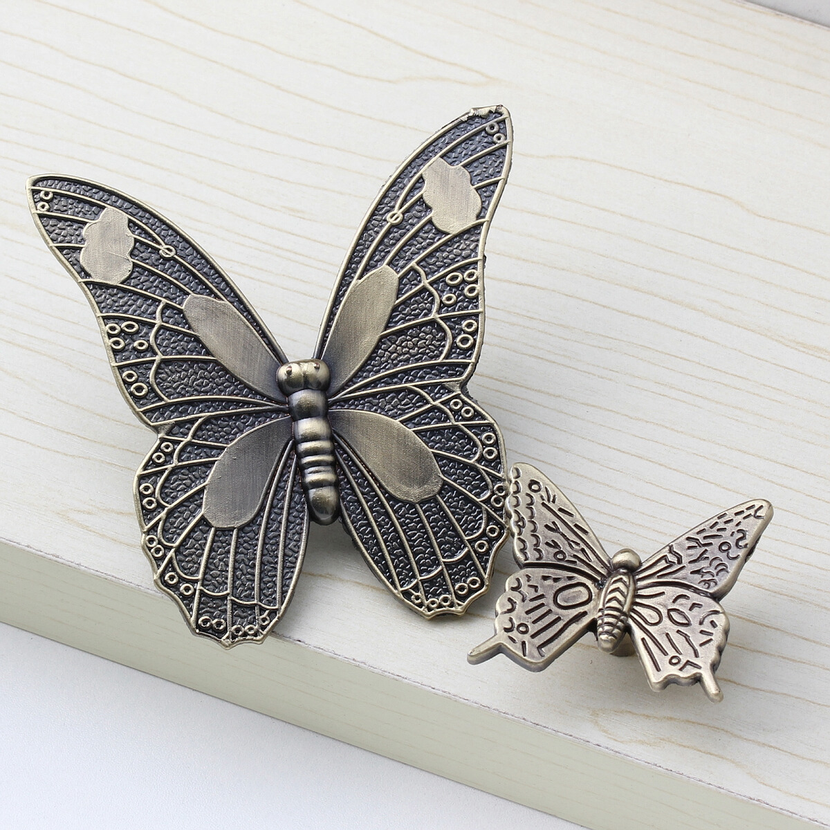Antique Bronze Butterfly Village Furniture Door Handle Shoe Cabinet Drawer Knobs Children Bedroom Room Lovely Decorative Pulls 50pcs ynizhur 30mm x 22mm bronze mini butterfly door hinges cabinet drawer jewellery box hinge with screw for furniture hardware