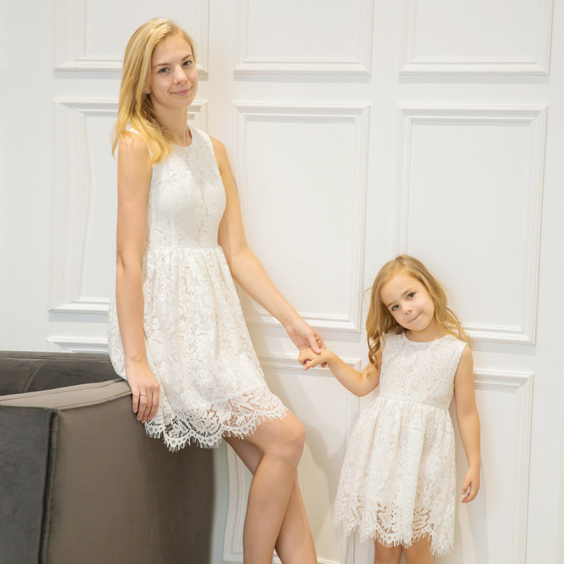 Mother and Daughter Dress Slessless Women Girls Lace Dress Family Look Mommy Girls Lace Wedding Dress Kids Clothes H0280