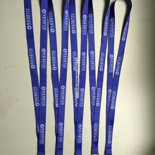 Новое поступление голубоватый фиолетовый плоский шнур с белым логотипом пользовательский 15 мм x 90 см шейный шнур замок-карабин недорогой ремень