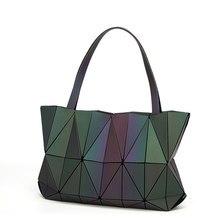 2018 nuevo bolso Bao para mujer bolso de mano de diamante Noctilucent  Geometry Totes láser simple plegable señoras bolsos de hom. 3d2351360e8f