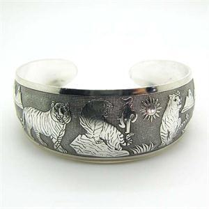1 St Mode Nieuwe Vintage Tibetaanse Tibet Zilver Totem Witte Tijger Armbanden Nearround Metalen Dier Manchet Armbanden Vrouwen Sieraden Structurele Handicaps