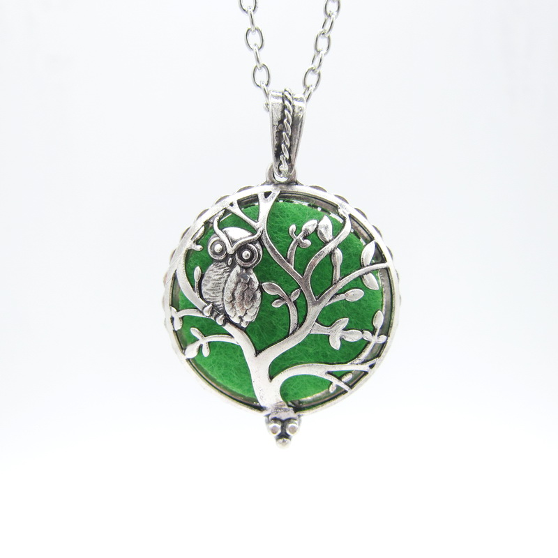 The New Popular Owl Standing on the Hollowed Tree Magnetic Locket Pendant Women`s Fashion Felt Pad Oil Diffuser Necklace