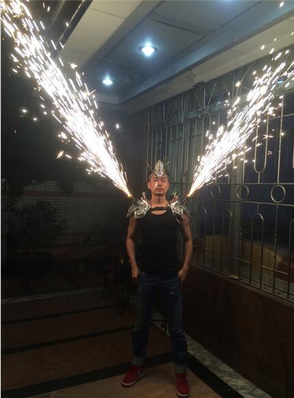 Электронный переключатель холодные фейерверки Пункт плеча реквизит сценический костюм Производительность DJ Бар ТВ show Косплэй одежда