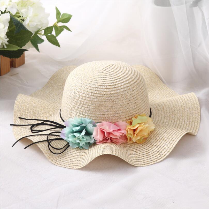 Moda pai-filho Bonito flor chapéus de sol Menina feito à mão onda de palha  aba larga chapéus de sol ocasional chapéu sombra mulher da praia do verão  chapéu f0e945f62af