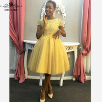 2018 Short Yellow Bridesmaid Dresses With Capped Sleeves Open Back A Line Knee Length Sheer Lace Appliques Party Dress Prom Gown