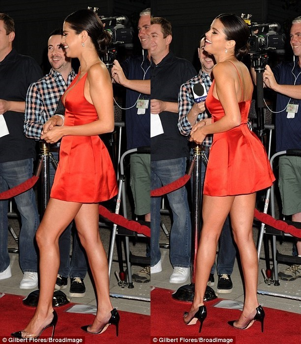 bcd14f86b4 US $88.0 |Summer Dress 2015 Sexy Selena Gomez Red Dress Deep V Neck  Vestidos Red Carpet Celebrity Dresses Short Mini Party Evening Dress-in ...