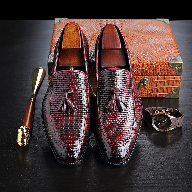 2018 Hot Men's Formal Wedding Shoes England Retro Tassel Leathere Loafers Men's Business Dress Shoes Pointed Flat Big Size 37 48