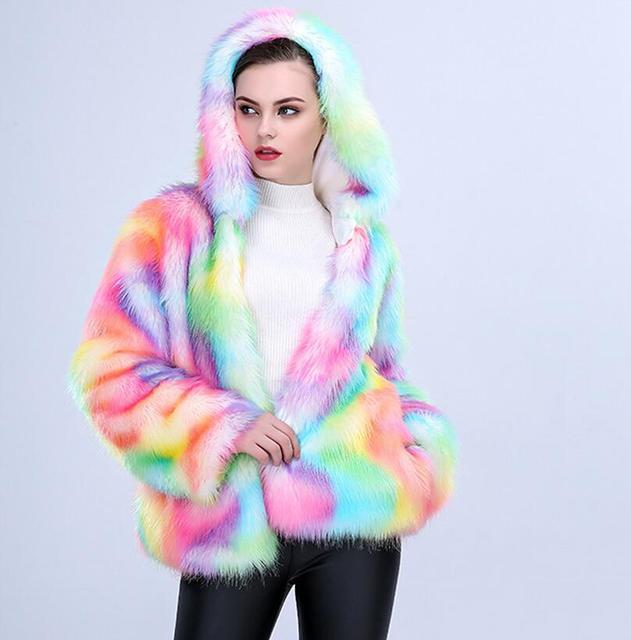 2018 nouveau automne hiver Femmes Coloré Faux Renard Manteau De Fourrure  avec Capuche Multicolore À manches 55e9fc29e53c