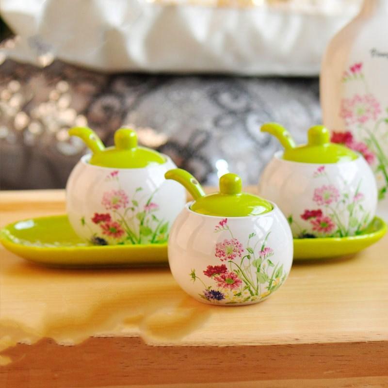 Pot à épices en céramique épices marchandises réservoir cuisine assaisonnement boîte bouteille 3 pièces ensembles comprend (3 canettes 3 cuillères en céramique 1 plateau inférieur)