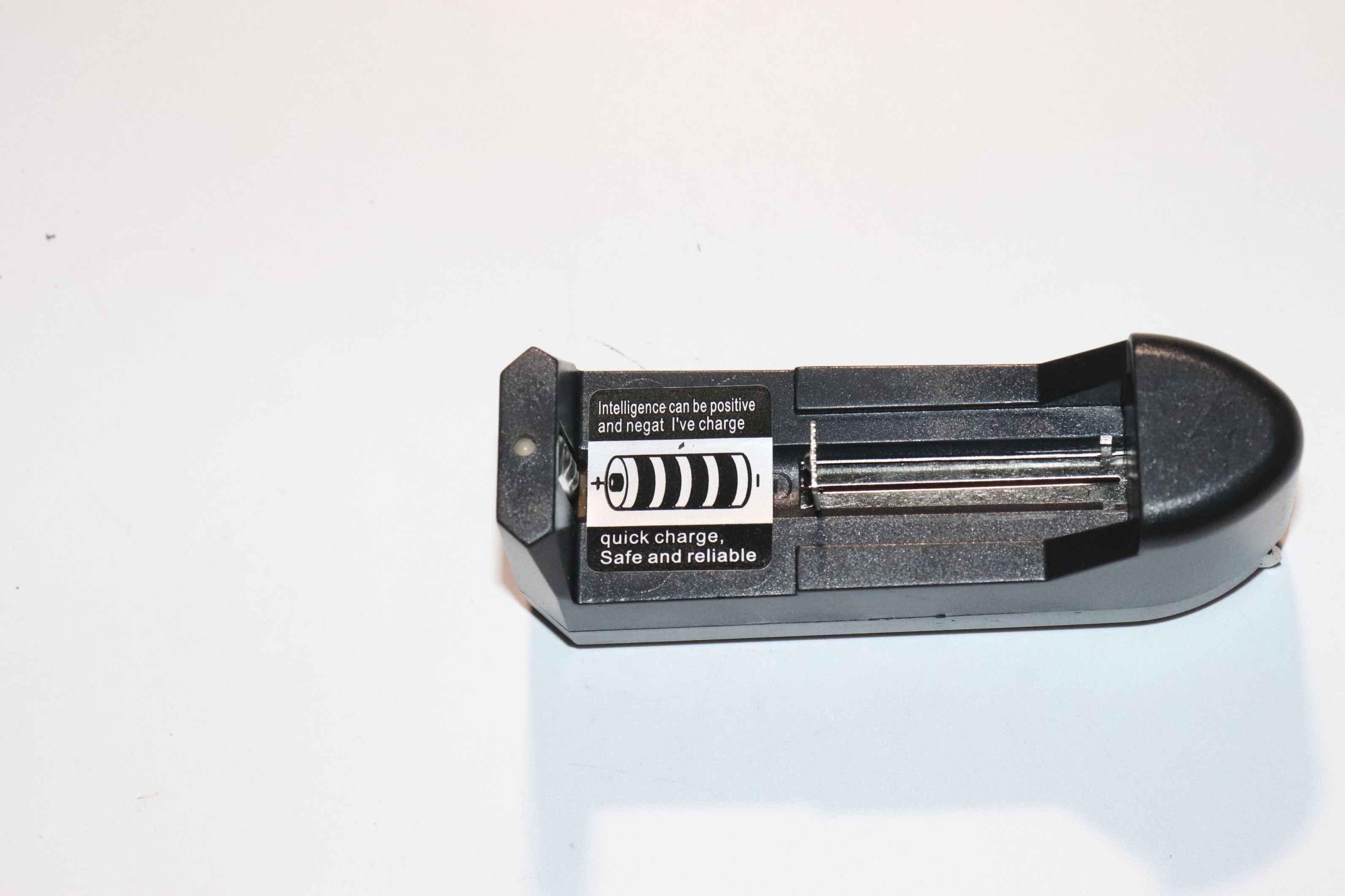 متعددة الوظائف شاحن ليثيوم أيون ليثيوم بطارية واحدة تلم بطارية ليثيوم أيون 18650 ، 14500 ، 16340 و 26650