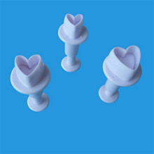 TTLIFE 3pcs Love Heart Shape Cookie Plunger Cutter Fondant Gum Paste Cupcake Toppers Mold Biscuit Christmas Cake Decorating Tool
