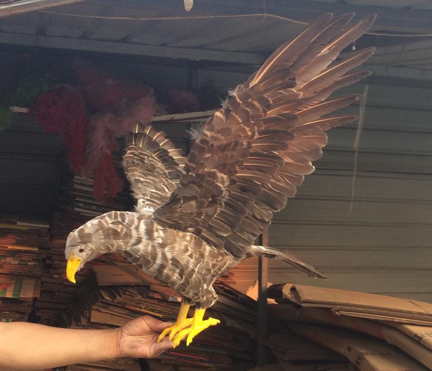 Espuma y plumas gris águila pájaro extensor alas águila grande 45x85 cm modelo cosplay prop. jardín, fiesta decoración regalo w0744