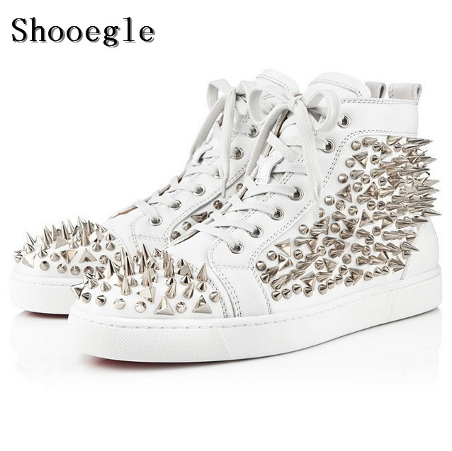 Shooegle pretobranco rebites de couro sapatos masculinos